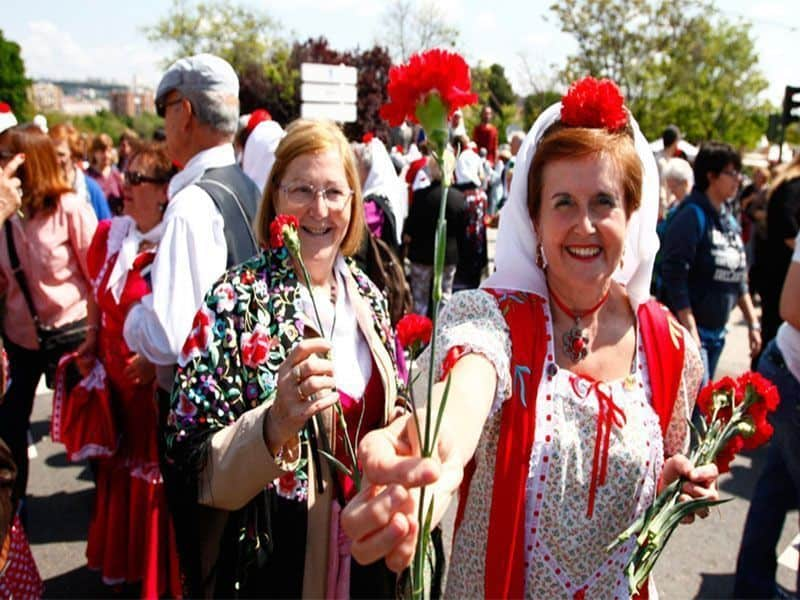 san isidro 2017, pradera de san isidro, mujeres, flores, 15 de mayo