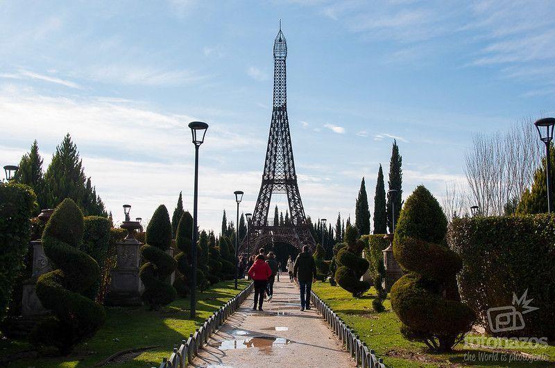 torre-eiffel-parque-europa-altura