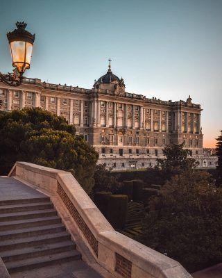 Cuál es tu lugar favorito de Madrid?🤩🔥 . . . . . . . . . #palaciorealdemadrid #palacioreal #palaciorealmadrid #jardinesdesabatini #elretiro #elretiromadrid #nuevosministerios #atochamadrid #templodedebod #debod #las4torres #puertadealcala #puertadelsol #moncloa #madridmola #queverenmadrid #timeoutmadrid #madridsecreto #madridcity #madridtour #madrid🇪🇸 #madridcapital #madrid