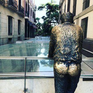 Hay una leyenda popular que dice que que no le toca el culo esta estatua puede tener hasta siete años de mala suerte. Nosotros por si acaso seguimos con la tradición #madrid