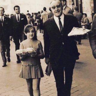 Antiguamente era típico ir de paseo a la @Granviademadrid , ¡a enseñar algún regalo! Os deseamos un feliz día de los #ReyesMagos en #madrid