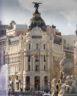 Con este fotón de @jaimebilbao_ de la Cibeles y el edificio metrópolis os mandamos mucho ánimo a todos los que os toca la vuelta al trabajo y colegios esta semana! ... Recuerda usar el #madridandyou para que compartamos tus fotos de Madrid!  . . . . . . . . . . #madrid #madrid🇪🇸 #madridencanta #madridciudadmagica #madridciudad #madridhistorico #lacibeles #cibeles #granviamadrid #granvia #lagranvia #edificiometropolis #metropolis #timeoutmadrid #quehacerenmadrid #madridespaña #españa #capitaldeespaña