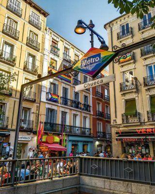 Se ha terminado el mes del Orgullo, pero no te preocupes porque todavía quedan muchas actividades y celebraciones para esta semana! 🏳️🌈🌈 . Te contamos los mejores planes que hacer en Madrid durante este último fin de semana del Orgullo en nuestro último artículo (enlace en la bio) . . . . . . . #orgullo #mesdelorgullo #orgullomadrid #orgullogay #orgullo2021 #orgullolgbt #orgullolgtbi #lgtbi #diadelorgullo #lgtb #lgtbiq #🏳️🌈 #pridemonth #pride2021 #madridpride #madridgay #madrid #lgtbmadrid #planesenmadrid #timeoutmadrid #queverenmadrid #quehacerenmadrid #chueca #chuecamadrid #madridespaña #madrid❤️ #visitamadrid #madridturismo