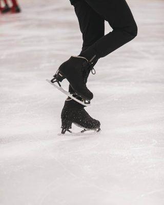 Si si, ya lo sabemos, no estamos en época de actividades de invierno como es patinaje sobre hielo, pero es que con este calor es necesario buscar formas de refrescarse no? . Hoy te traemos los mejores sitios de todo Madrid para ir a hacer patinaje sobre hielo! Hay algunos que están  abiertos incluso en verano, asi que ya sabes! (Enlace en la bio) . . . . . . . . . . #patinajesobrehielo #patinarenmadrid #patinaje #madrid🇪🇸 #madridciudad #madridespaña #madrid #timeoutmadrid #queverenmadrid #quehacerenmadrid #madridmola #madridjoven #madridpatina #madridlovers