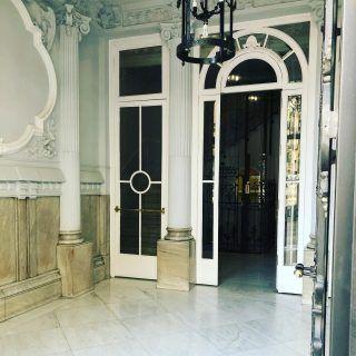 En Madrid hay portales que son monumentos . Este está en la misma Gran Vía #madrid #españa