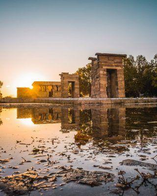 Los mejores sitios para ver el atardecer en Madrid!!🌇😍 . Como te podrás imaginar en esta lista, está el famoso templo de Debod, pero hay muchos sitios más! Descúbrelos en nuestro último artículo (Enlace en la bío)  . . . . . . . #templodedebod #debod #debodtemple #atardeceresenmadrid #atardecerenmadrid #quehacerenmadrid #timeoutmadrid #madridtourism #visitmadrid #visitamadrid #lugaresdemadrid #madridespaña #turismomadrid #circulodebellasartes #palaciorealdemadrid #laalmudena #elretiro