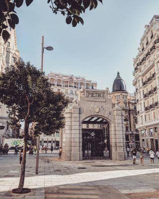 Imposible cansarse de ver lo bien que ha quedado el metro de Gran Vía y más aún con las increíbles fotos que nos enseña @guigurui 😍📸 . . . . . . . . . #granvia #metrodemadrid #lagranvia #granviademadrid #granviamadrid #granvía #madridcentro #madridciudad #madridespaña #timeoutmadrid #quehacerenmadrid #queverenmadrid #madrid🇪🇸 #madrid #madridhistorico #madridandyou #madridespaña