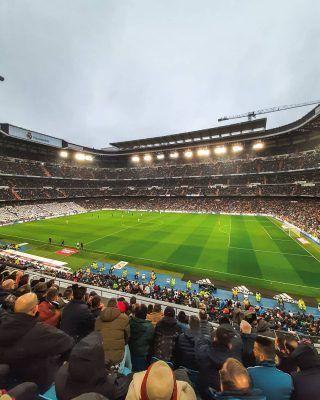 Se acaban las vacaciones de verano, pero alegrad esas caras, porque se viene un Septiembre cargado de planes geniales en Madrid! Por supuesto uno de ellos es poder ver parte del nuevo Bernabéu, pero hay muchos más y te los contamos todos en nuestro último artículo (enlace en bio) . . .  . . . . . . . . . #madridmola #madrid #madridciudad #quehacerenmadrid #madridespaña #madrid🇪🇸 #madridyalrededores #queverenmadrid #timeoutmadrid #madridmemola #madridlovers #madridjoven #madridmonumental #madrid_joven #santiagobernabeu #MadridAndYou #madridseduce