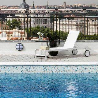 Piscina y vistas en el mismo sitio! . @hotelemperadormadrid es sin duda uno de los hoteles más reconocidos de todo Madrid y esto se debe principalmente a su perfecta localización en medio de la Gran Vía. Sin embargo, lo que no mucha gente sabe, es que además tiene una piscina con vistas increíbles. Ideal para ir en verano! . . . . . . #hotelesenmadrid #hotelemperador #emperadormadrid #madridhotels #hotelsinmadrid #piscinasenmadrid #timeoutmadrid #granviamadrid #granvia #granvía #madrid #demadridalcielo #madridviews #madridcapital #madridespaña #madridcapital #madrid❤️ #madridturismo #visitmadrid #visitamadrid #quehacerenmadrid #madridlovers