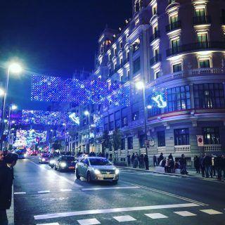 #madrid es una ciudad mágica pero en #Navidad se convierte en un sueño alcanzable por todos ¿quieres venir al centro y disfrutarlo con nosotros?
