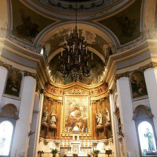 A veces hay que cruzar las puertas por haber maravillosas arquitecturas y preciosos retablos como este #Madrid